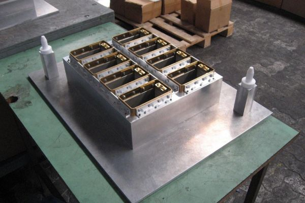 blister-pack-thermoforming-mold-2327AA955-5E20-ECF2-8940-23579977D2D8.jpg
